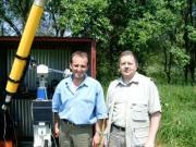 A 2004. május 21-i Vénusz fedés megfigyelői a 102/1300-as refraktornál. Horváth Tibor és Tuboly Vince (Hegyhátsál)