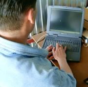 2004. május 21. A Vénusz bolygót elfedi a Hold a nappali égen. Horváth Tibor a sarló alakú Vénusz figyeli a számítógép monitorján.