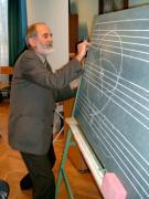 Zombori Ottó csillagász előadás közben a Somogyi Béla Általános Iskolában Körmenden.