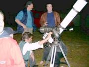 2004. május 4-én teljes holdfogyatkozás volt. Távcsöves bemutatást tartottunk az alapítvány hegyhátsáli birtokán.
