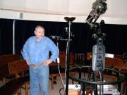 Magyar-szlovén-szlovák-osztrák szakmai tapasztalatcsere megbeszélés a Szlovák Központi Csillagvizsgálóban Hurbanovón, 2005. december 10-én. A planetáriumi vetítő műszer.