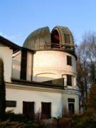 Magyar-szlovén-szlovák-osztrák szakmai tapasztalatcsere megbeszélés a Szlovák Központi Csillagvizsgálóban Hurbanovón, 2005. december 10-én. A 40 cm-es távcső kupolája.