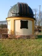Magyar-szlovén-szlovák-osztrák szakmai tapasztalatcsere megbeszélés a Szlovák Központi Csillagvizsgálóban Hurbanovón, 2005. december 10-én. A 32 cm-es Cassegrain kupolája.